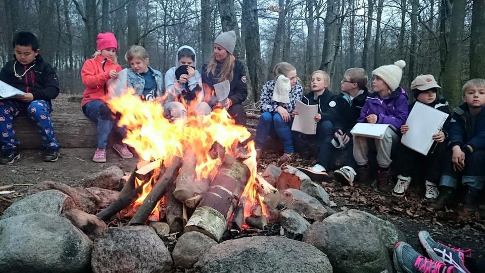 lägerbål-barn